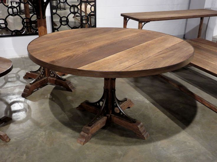 Round Oak Dining Table Part - 25: Round Oak Dining Table - Entertaining Family And Guests Is Easy With This Round  Oak Dining