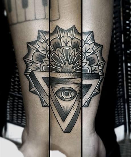 Redberry Tattoo Studio Wrocław #tattoo #inked #ink #studio #wroclaw #warszawa #tatuaz #dresden #redberry #katowice #redberrytattoostudio #amaizingtattoo #poland #berlin #eztattoo #nastiazlotin #zlotin #sketch #dotwork #nztattoo #eye #mandala