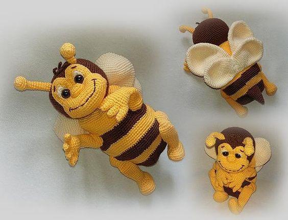 Jetzt mit der gratis PDF-Anleitung eine richtig schöne Biene häkeln. Super dekorativ + sehr kuschelig. Probiers gleich mal aus mit passender Wolle.