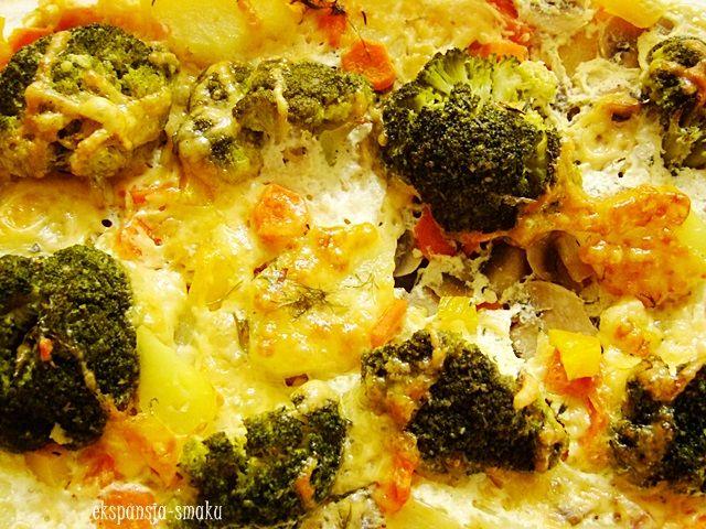 wegetariańska zapiekanka ziemniaczana z brokułami