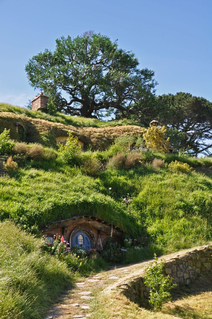 Hobbiton, New Zealand - one of the must-stops on our ultimate New Zealand itinerary for outdoor and adventures fans. Check our blog for the full Northern Island itinerary!