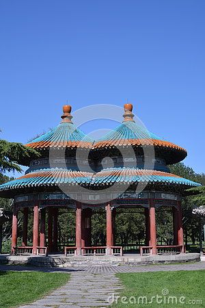 Wanshou Pavilion is composed of a pair of double eaves circular Pavilion cover. The blue glazed tile roof, is very beautiful. The double Pavilion structure peculiar rigorous. The Qian Long emperor Hongli for her mother fifty birthday. Congratulations on the plane shape of Peach-Shaped Mantou meaning