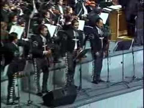 EL MARIACHI VARGAS DE TECALITLAN CON LA ORQUESTA FILARMONICA DE QUERETARO DE EL MAESTRO Y DIRECTOR JOSE GUADALUPE FLORES A. INTERPRETANDO UN BELLO POPURRI DE...