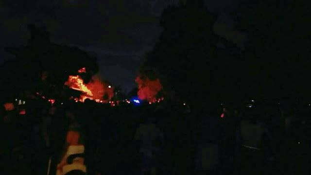 RiauJOS.com, Pekanbarau  - Baru saja, beredar informasi terjadi kebakaran di Fisip UNRI, belum diketahui penyebab kebakaran.   Penelusuran...