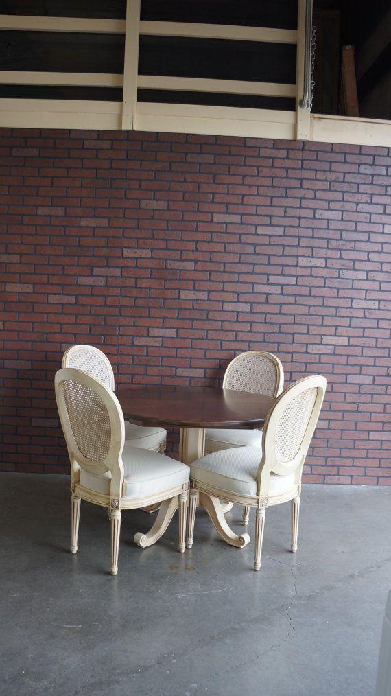 Henredon French Country Round Dining Table With 2 Leaves