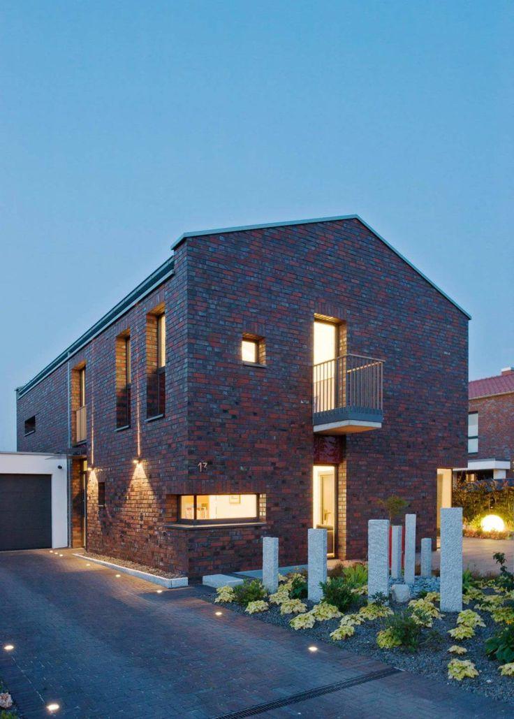 Eine Klinkerfassade und dazu ein offener Wohnbereich auf zwei weitläufigen Stockwerken – wir zeigen euch ein beeindruckendes Wohnhaus in Hannover!