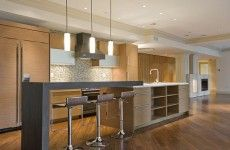 trendy küche tischplatte stühle hängelampen opene regale