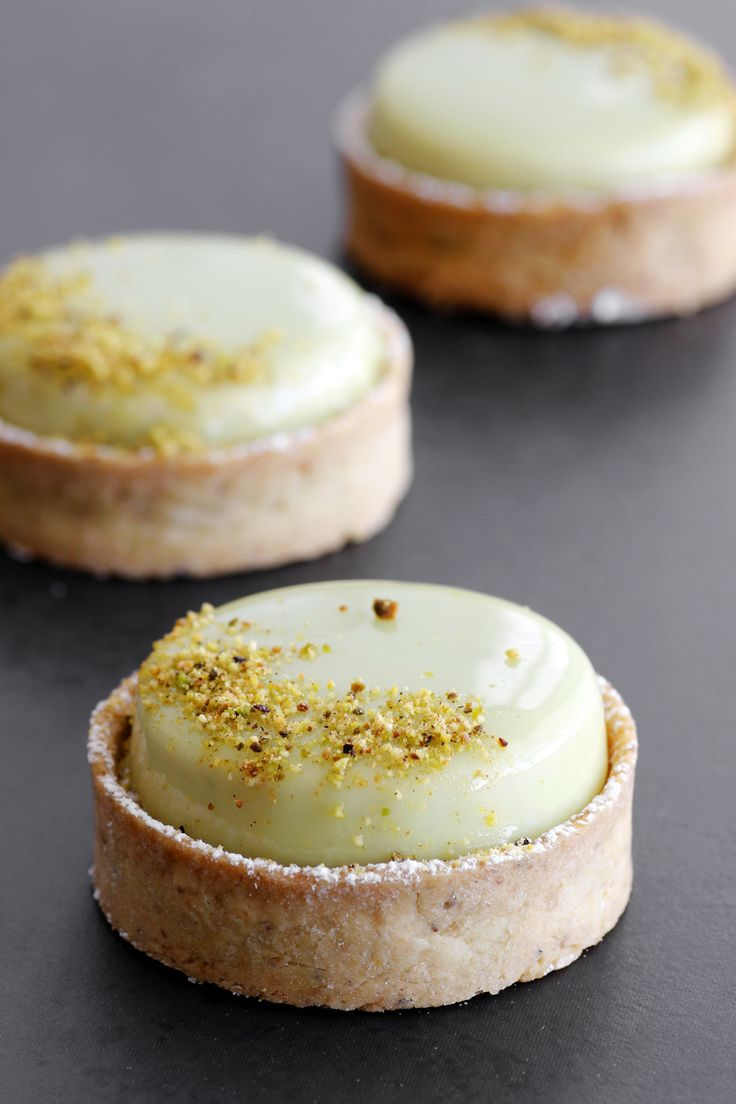 INFINITY PISTACHIO TARTLETTE (butter, white chocolate, cream, pistachio butter, milk, corn syrup)