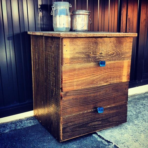 DIY Recycled Pallet #Nightstand or #Beside Table | Pallet Furniture #DIY
