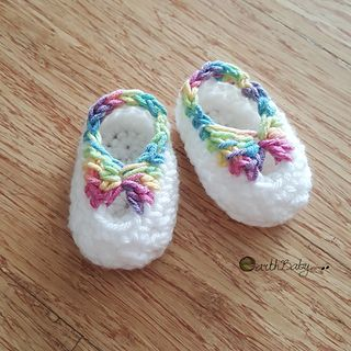 This is a free crochet pattern to make baby booties as a last-minute gift for a newborn girl. It works up fast and makes a pretty baby gift; plus it's excellent for using up the last scrap of yarns from other projects! It's my go-to pattern for adding a touch of handmade to any baby shower presents. Happy Crocheting!