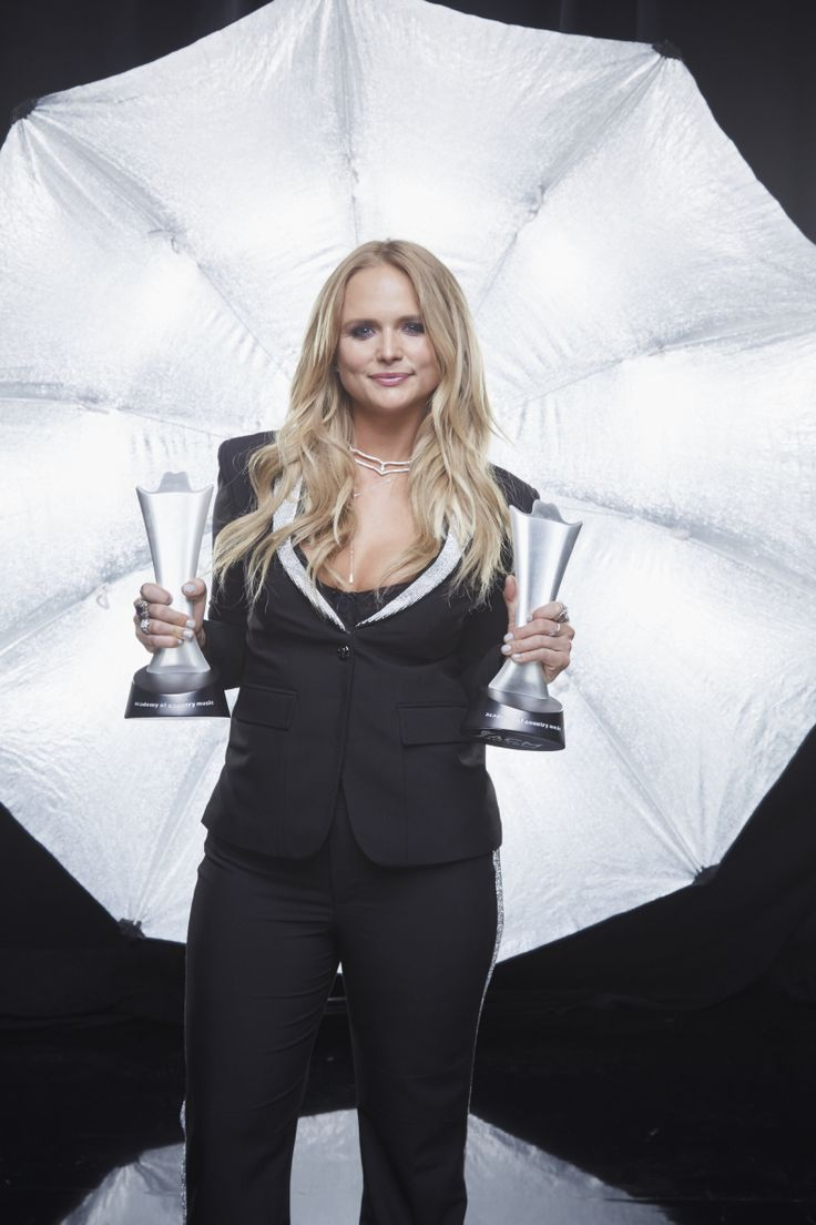 Miranda Lambert poses for a photograph at the photo booth THE 52ND ACADEMY OF COUNTRY MUSIC AWARDS®, broadcast LIVE from T-Mobile Arena in Las Vegas Sunday, April 2 (8:00-11:00 PM, live ET/delayed PT) on the CBS Television Network. Photo: Monty Brinton/CBS ©2017 CBS Broadcasting, Inc. All Rights Reserved