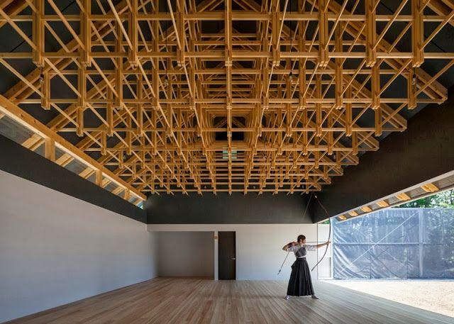 Impresionantes estructuras de madera de bajo costo para un club de tiro con arco y combates de boxeo Espacios en madera