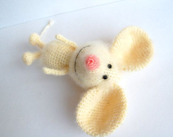 Amigurumi mouse. (Sold out but lovely inspiration).