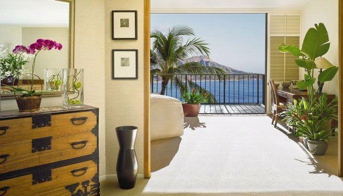 Relax in Waikiki in the Halekulani's Executive Luxury Suite