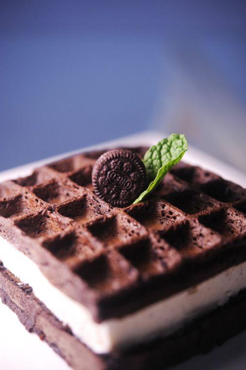 Oreo waffle with vanila ice cream filling