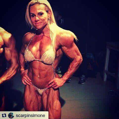 Boa boite Marombada Essa é a gladiadora @scarpinsimone  Sigam ===> @scarpinsimone  fique por dentro da rotina dessa gata e apoie o FISICULTURISMO FEMININO  @scarpinsimone  e @gladiadorasdeferro  #gym #motivation #fitfam #workout #fitness #bodybuilding #fitspo #fit #love #fitnessmodel #lifestyle #flex #healthy #cleaneating #fitnessmotivation #diet #strong #gymlife #determination #shredded #cardio #getfit #training #instagood #active #instahealth #food #train #healthychoices #aesthetics by…