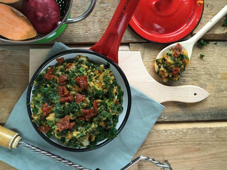 Maak eens een boerenkool stamppot met zoete aardappel en pastinaak. Net even anders, lekker, makkelijk en voedzaam. www.lekkeretenmetlinda.nl