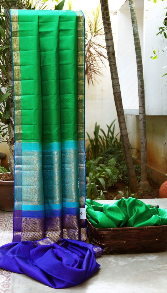 DARK GREEN BROCADE KANCHIVARAM HAS A STRIKING ROYAL BLUE & ZARI BORDER AND PALLU THAT MAKE THE SAREE ATTRACTIVE