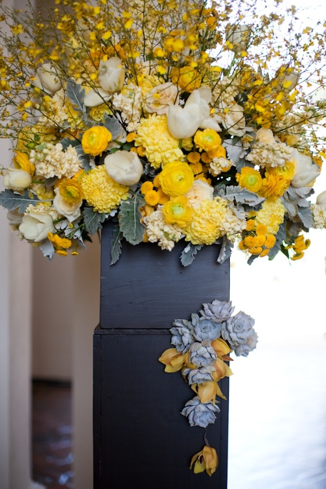 284 best black yellow weddings reception images on for Yellow flower arrangements centerpieces