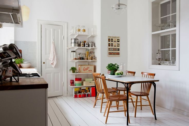 Scandinavian kitchen. Love the wood floor and the white walls in contrast with the kitchen tools by @MyScandinavianHome Blog