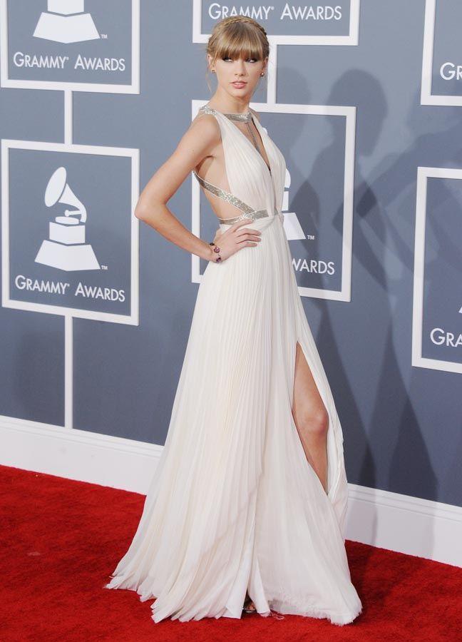 Vestidos de novia en la alfombra roja, me gustaria este en otro color claro!