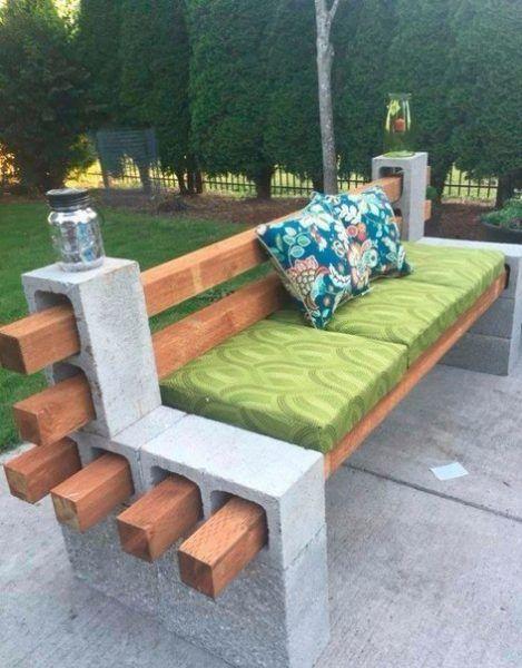 Садовая скамейка из бетонных блоков