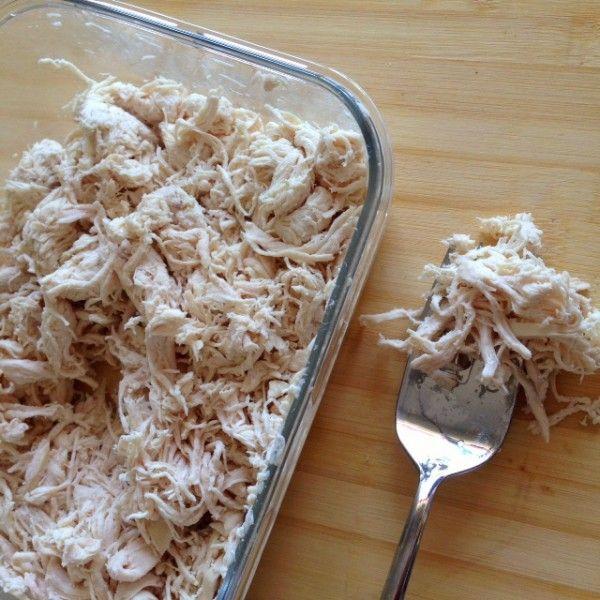 Hola a todos! El otro día puse en instagram este sencillo plato a base de pollo mechado y pepino. Comentaba que normalmente preparo varias pechugas de pollo a la vez...