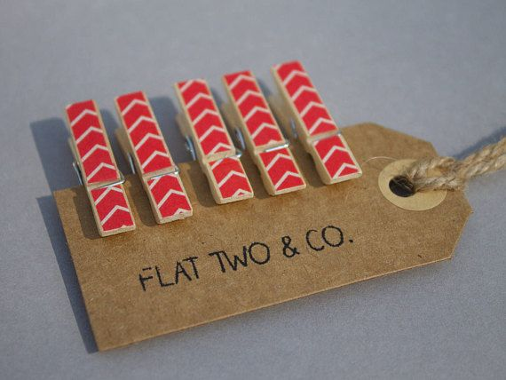 Pack of 6 red arrow decorative wooden pegs. Most suitable for indoor use however could be used outside on a nice day. These medium sized pegs work best to hold papers together, hang photos or artwork or even act as wedding favours/place card holders. The specifics: • each peg measures to wide: 7mm and length: 35mm • decorations are applied with paper tape • each order includes 6 of the same design peg – if you would like a variety pack please get in touch!   Delivery: • pegs are sent on ...