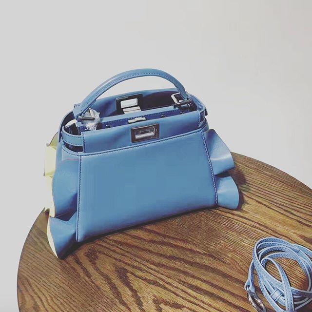 【aimee.319】さんのInstagramをピンしています。 《LINE ID: aimee.319 DMよりラインの方が早いです。 2つ以上の購入は追加割引可能。 基本付き品:1。財布 : 専用箱、専用袋、Gカード、該当ブランドのショッパー 2。バッグ : 専用袋、Gカード、該当ブランドのショッパー #chanel#シャネル#パロディ#ルブタン#dior#ルイヴィトン#夏#雨#ラブ#グッチ#サンダル#靴#スニーカー#コピー品#バーキン#エルメス#サンローラン#セリーヌ#ラゲージ#クロムハーツ#バレンシアガ#東京#j12#大阪#カルティエ#ロレックス#時計#旅行#海#xw fendi》