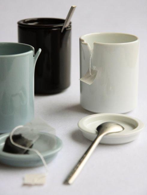 めくれたカップ。  ceramic japan peel