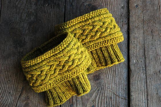 Ravelry: Ascutney Mountain Boot Toppers pattern by Kate Salomon - free knitting pattern