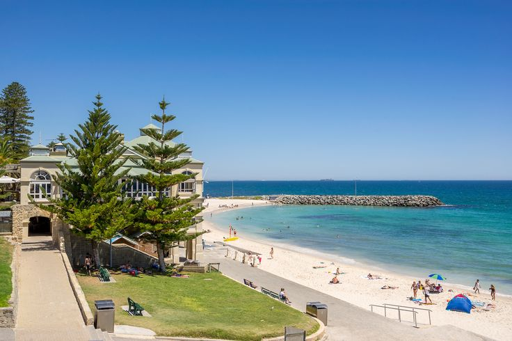 Gateway to the wonders of Western Australia, Perth has an inviting climate, beautiful beaches, and the glorious Swan River running through its heart.