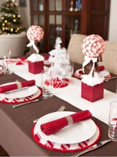 Tavola di Natale, decorazione bianca e rossa