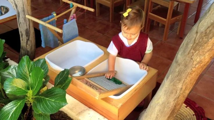 Nido y Toddlers - Filii Montessori 2013 on Vimeo. Look at those crawler bridges and the standing bars! And several excellent toddler tasks, starting with the very basic flower arranging for snack tables. I love it.