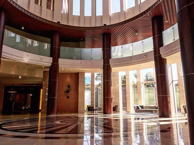 ザ・タワーズ台場 #お台場 #odaiba #タワーマンション #ロビー #モダンスタンダード #modernstandard #高級賃貸 #realestate #東京 #tokyo #インテリア #interior #デザイナーズ #designers #instahome #luxuryhomes #luxuryrealestate #マンション #mansion #residence  #暮らし #condo #design #home #instagramjapan - posted by 株式会社ModernStandard https://www.instagram.com/modern.standard - See more Luxury Real Estate photos from Local Realtors at https://LocalRealtors.com/stream