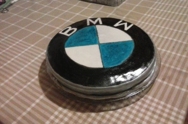 BMW sign cake