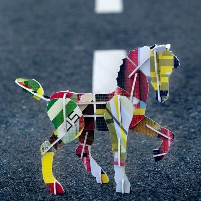 http://static.smallable.com/500629-thickbox/jeu-de-construction-totem-cheval.jpg