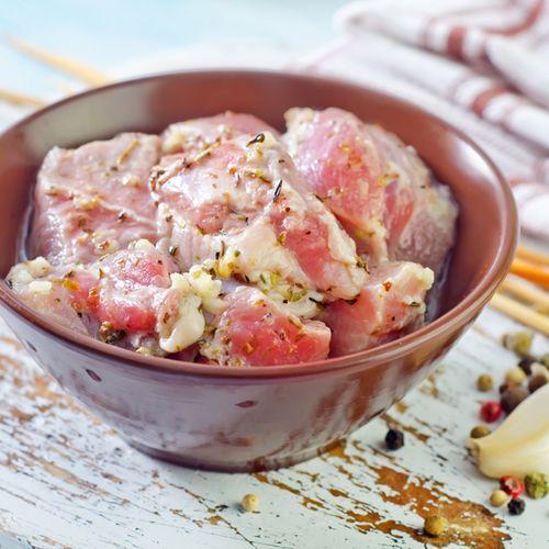 Специально для любителей нежирного мяса - шашлык из индейки от SeasonMarket. Грудка индейки в нежном маринаде из простокваши с добавлением горчицы, специй и розмарина - порадуйте своих близких! (Цена указана за упаковку. Чистый вес мяса в упаковке - 600 гр.) #chiсken #grilled #roast #hotT #meat #beef #pork #food #eat #familydinner #foodporn