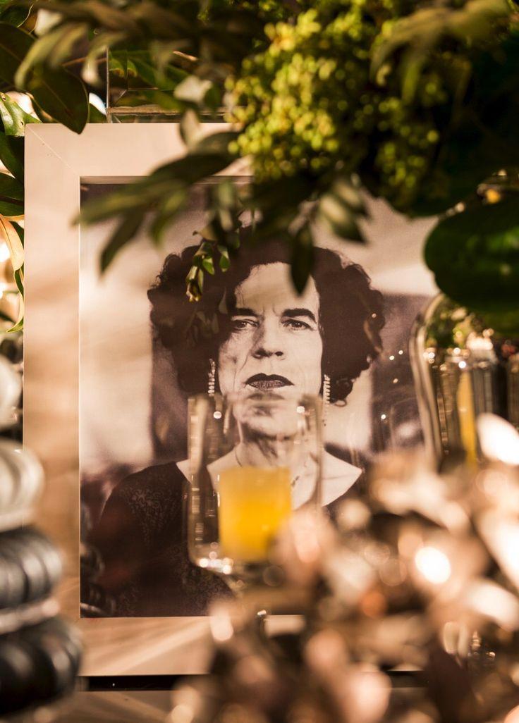 """...I've got the moves like Jagger..."" Mick is in house ou melhor de brincos.. e na Mesa de Doces! . DECOR: Flavia Fonseca Moraes . #weddingdecor #decoracaodecasamento #mesadedoces #mickjagger #tablescape"