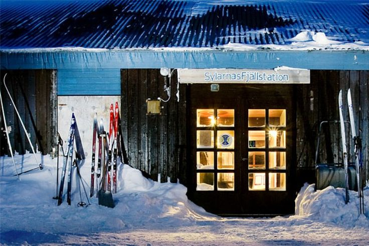 Sylarnas Fjällstation- Sylan. zweeds fjellstation.  echt een hotel midden tussen de hoge toppen van Sylan. trektocht op ski's in maart 2014.