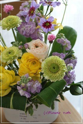 『【今日の贈花】講演会を彩るお花』http://ameblo.jp/flower-note/entry-11772423654.html
