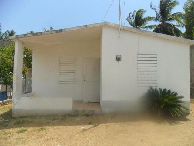 A Great Starter Home With Unlimited Possibilities In Claremont Heights Old Harbour 2 Bedrooms 1 Bathroom House Biznizout Com Starter Home Cheap Houses For Sale Cheap Houses