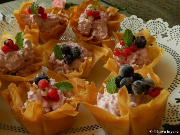 Réteskosárkák gyümölcsös mascarpone krémmel