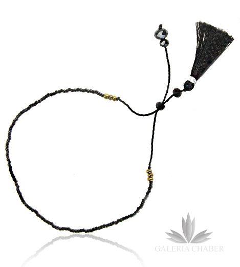 Bransoletka w stylu boho wykonana z mocnego, delikatnego sznurka i kryształków oraz koralików w kolorach złotym i czarnym. Dodatkowo możliwość regulacji długości. Sznureczek dodatkowo ozdobiony frędzelkami z miękkiej bawełny.