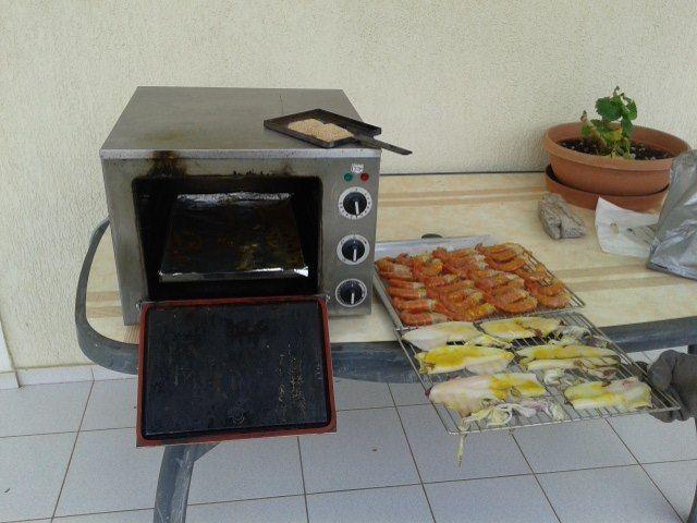 Helia smoker φούρνος καπνίσματος για καπνιστά θαλασσινά και καπνιστά κρέατα ψήνει καπνίζει ταυτόχρονα Smart Kitchen Σκοπελίτης 210 2831035 http://www.smartkitchenshop.eu/component/virtuemart/fournoi/fournoi-heliasmoker/fournoshelia24-detail?Itemid=0