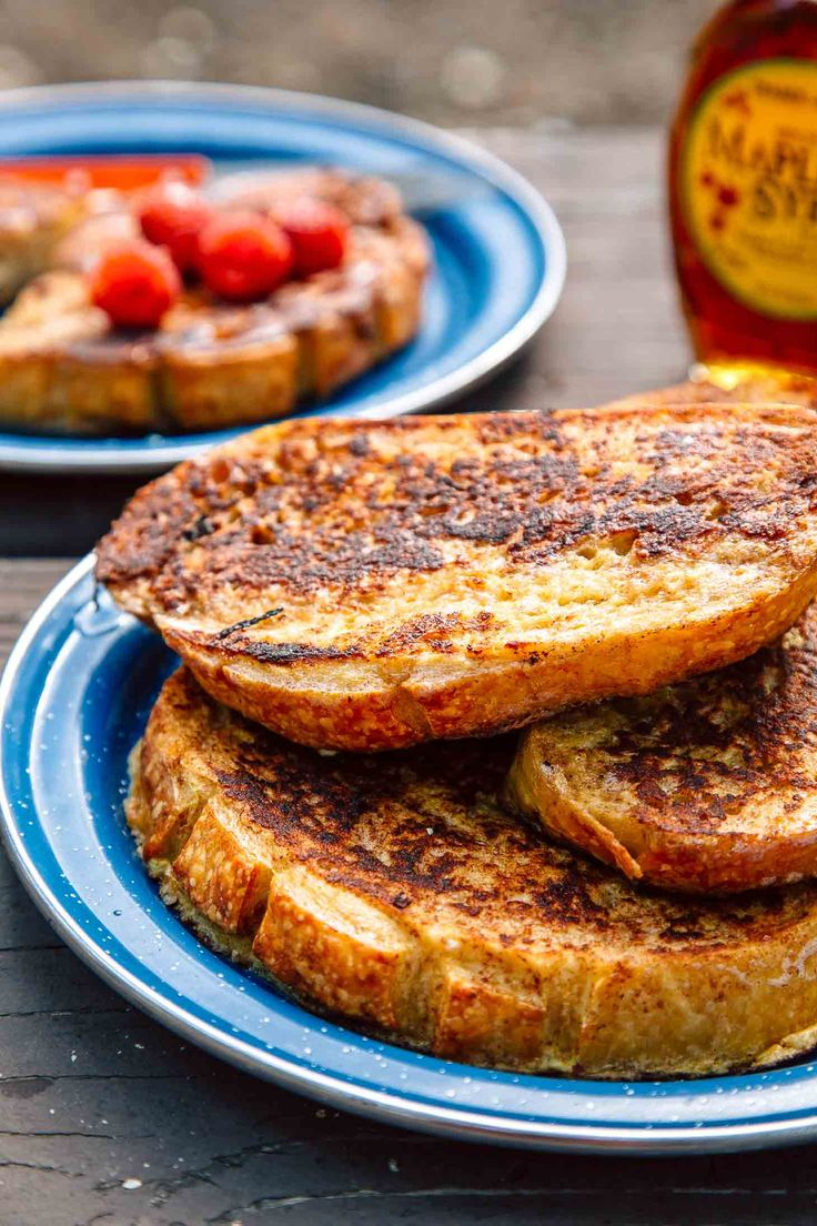 French toast is a camping breakfast classic. Learn how to make perfect french toast while camping! Camping food | Camping recipes