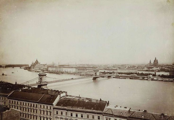 kilátás a budai Várból a Lánchíd és a Bazilika felé, balra a Parlament. A felvétel 1896 körül készült. A kép forrását kérjük így adja meg:  Fortepan / Budapest Főváros Levéltára. Levéltári jelzet: HU.BFL.XV.19.d.1.08.110
