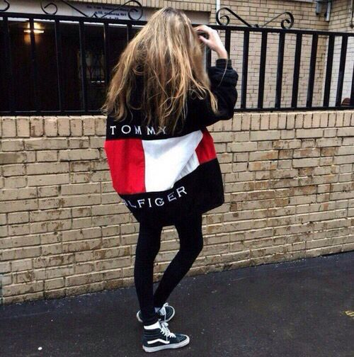 Street style, casual outfit, spring chic, sporty chic, black Tommy Hilfiger jacket, black sikinny jeans, black sneakers
