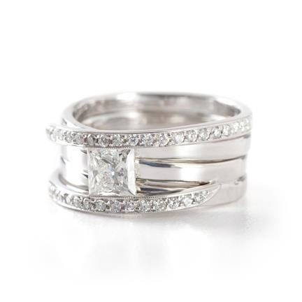 18K white gold, princess cut diamond centre, pave'e diamonds