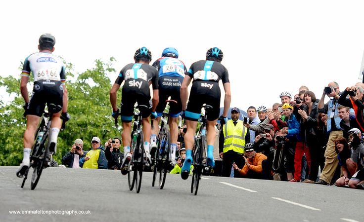 Ecstatic crowd cheer on Mark Cavendish.